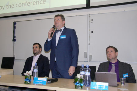 Děkan FIM UHK profesor Josef Hynek zahajuje konferenci.