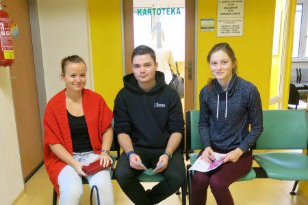 Na snímku zleva studenti: Nikola Vanclová, Petr Weissar, Monika Livarová